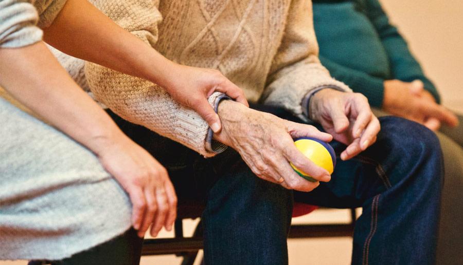 Thuiswonende ouderen hebben last van slechte communicatie zorgverleners